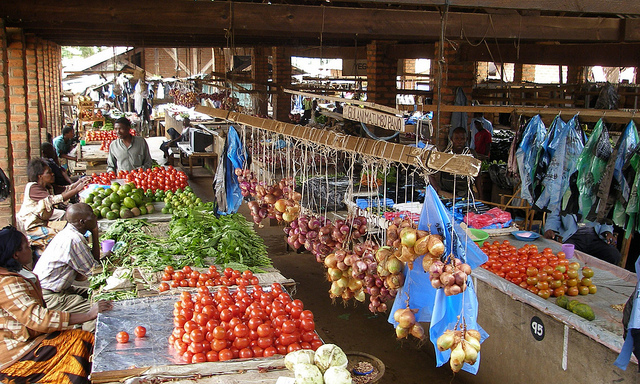Produce sale at local market in Malawi. Photo courtesy of the International Food Policy Research Institute (IFPRI).